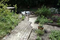 Tuin in van Bleiswijkstraat. Herstraten van aanwezige stenen voorjaar 2020